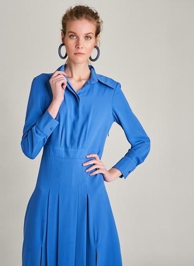 NGSTYLE Piliseli Yırtmaç Detaylı Elbise Mavi